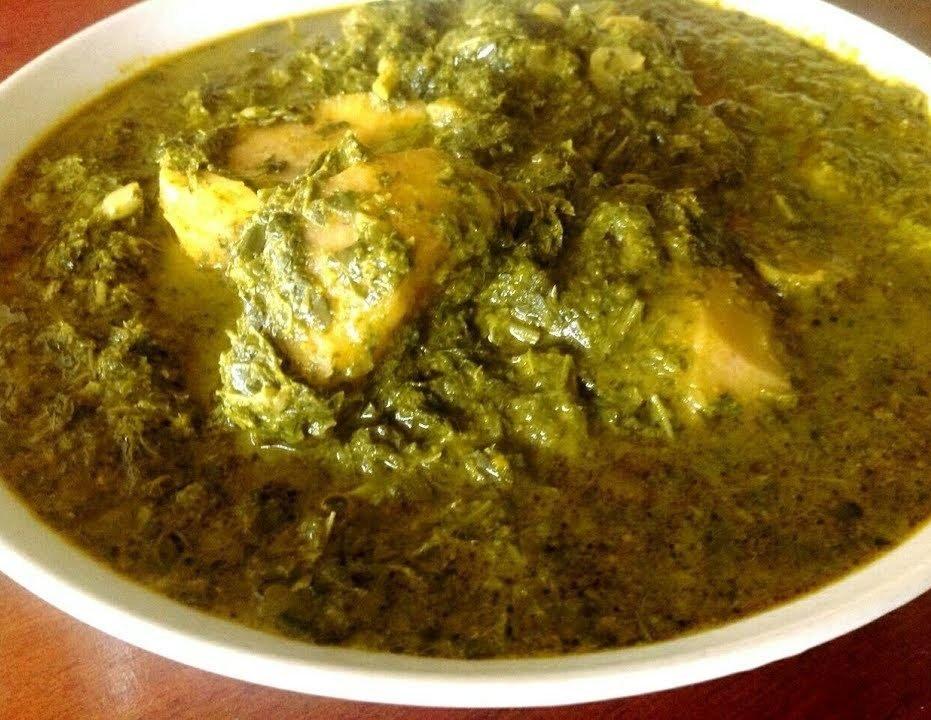 Le Kpwem sans sel ou purée feuilles de manioc